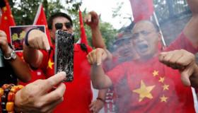 """""""Tẩy chay iPhone, trợ giá smartphone Huawei"""" khẩu hiệu của các công ty Trung Quốc"""