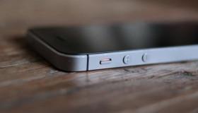 iPhone SE mới chính thức được trưng bày trên Apple Store với giá 249 USD