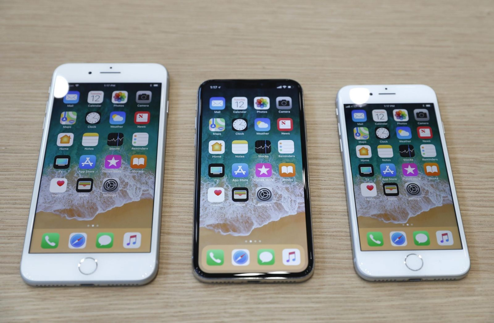 dat hang iphone 8 iphone x hinh anh 1