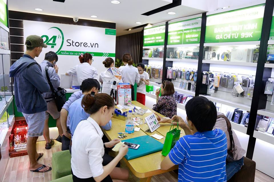 hinh anh nhan vien 24hstore