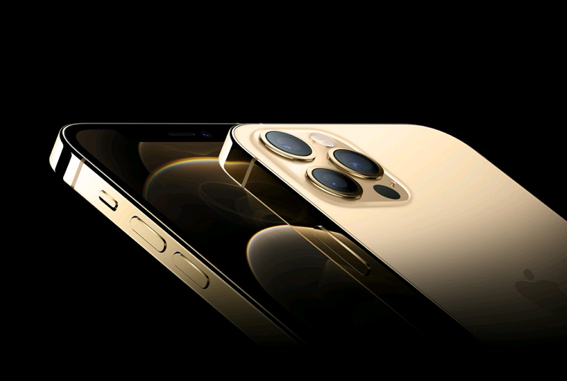 Khung xung quanh iPhone 12 được tạo nên từ nhôm anod máy bay còn iPhone 12 Pro được làm bằng thép không gỉ