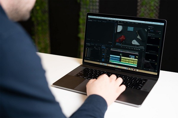 Macbook Pro 2019 16 inch MVVK2